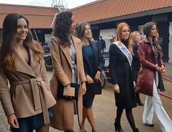 Cinq Miss France sont venus assister au Grand Prix de France dimanche à Paris-Vincennes