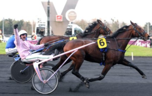 Oyonnax, vainqueur du Prix d'Amérique 2010